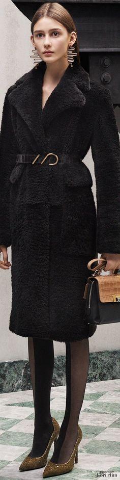 Balenciaga Pre-Fall 2015 Fashion Show Collection Fashion Show, Fashion Looks, Fashion Design, Classic Fashion, Fashion Black, Street Fashion, Fashion Ideas, Fashion Inspiration, Women's Fashion