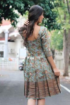 Girls Frock Design, Long Dress Design, Kids Frocks Design, Boho Style Dresses, Dress Indian Style, Indian Fashion Dresses, Frock For Women, Casual Dresses For Women, Frock Models