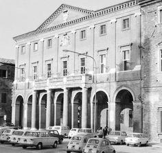 1964 Matelica - Il Comune con l'ombra della Torre nella sua facciata