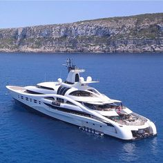 Riding in The Lap of Luxury Travel With a Virgin Island Yacht Charters Yachting Club, Bateau Yacht, Luxury Yacht Interior, Grand Luxe, Private Yacht, Cool Boats, Yacht Boat, Yacht Design, Water Crafts