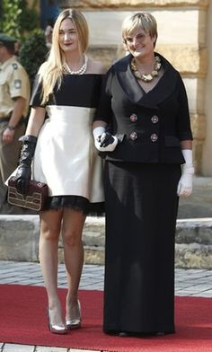 Princess Gloria von Thurn und Taxis with her daughter Princess Maria  Thersia. Noblesse & Royautés » Thurn und Taxis