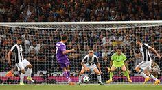 Riese Ronaldo! Der Portugiese trifft mit rechts nach 20 Minuten zum 1:0 für Real. Es ist der 500. Treffer der Königlichen in der Champions League