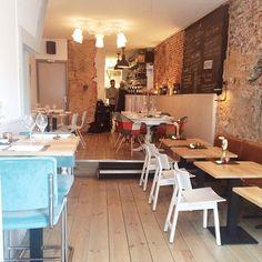 Den Bosch // Restaurant Nescio // Ellen van Duijn - @madebyellencom // 06-11-2014 Coffee Around The World, Lunch Room, Food Trucks, Bakeries, Cafe Restaurant, Store Fronts, Dutch, Restaurants, Shops