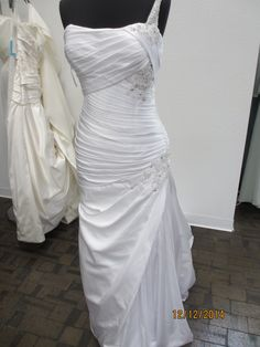 7549 Wedding Dress. 7549 Wedding Dress on Tradesy Weddings (formerly Recycled Bride), the world's largest wedding marketplace. Price $250.00...Could You Get it For Less? Click Now to Find Out!