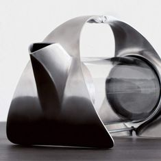 Sorapot Modern Teapot by Joey Roth. Sorapot is a simple, minimalist teapot made from stainless steel and glass. Teapot Design, Pour Over Coffee, Functional Kitchen, Brewing Tea, Bronze, Coffee And Tea Accessories, Coffee Machine, Industrial Design, Kitchen Industrial