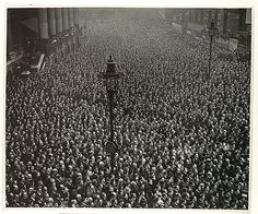 Two-minute silence on Armistice Day in London, 1919