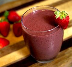 Smoothie Recipe to Ease Sore Muscles: cherries, strawberries, kale, green tea