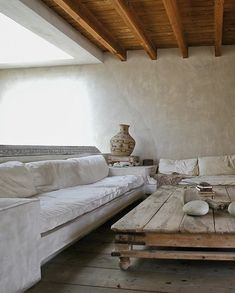 Another interior design impression from the Philip Dixon house in California great modern rustic wabi sabi styling and. Wabi Sabi, Venice Beach House, Living Room Designs, Living Room Decor, Living Rooms, Dixon Homes, Cozy Sofa, California Homes, Venice California