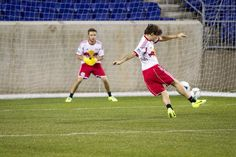 One Direction play soccer with Harry Styles who is very ill. Members Of One Direction, One Direction Harry, South Jordan, Play Soccer, Football Soccer, Cher Lloyd, Irish Boys, Teen Life, Thors Hammer