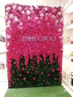 Pink Floral wall of roses, hydrangeas and carnations! Jimmy Choo show Deco Floral, Floral Wall, Floral Design, Flower Wall Design, Decoration Vitrine, Decoration Chic, Flowers Decoration, Wall Of Roses, Rose Wall