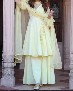 Beautiful Pakistani Dresses, Pakistani Dresses Casual, Pakistani Bridal Dresses, Indian Fashion Dresses, Pakistani Dress Design, Indian Designer Outfits, Girls Fashion Clothes, Designer Dresses, Fancy Dress Design