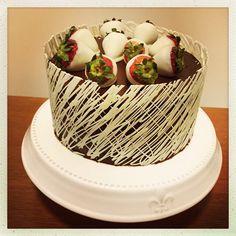 Chocolate fudge cake with white chocolate cage
