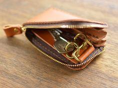 item-689 Leather Key Holder, Leather Key Case, Leather Keychain, Leather Wallet, Leather Bag, Leather Diy Crafts, Leather Projects, Leather Craft, Wallet With Coin Pocket