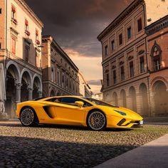 From Dubai to the popular series is as comfortable holding a camera as he is behind the wheel of a super sports car. In these pictures, the photographer captures highlights of his breathtaking tour of Italy alongside Lamborghini in Santo Stefano, Bologna. Lamborghini Aventador, Ferrari, Carros Lamborghini, Sports Cars Lamborghini, Audi R8, Cool Sports Cars, Sports Models, Super Sport Cars, Super Cars