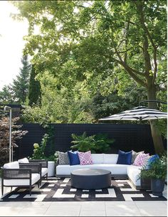 Outdoor Rooms, Outdoor Sofa, Outdoor Living, Outdoor Furniture Sets, Outdoor Decor, Modern Sconces, Modern Wallpaper, Take A Seat, Family Room