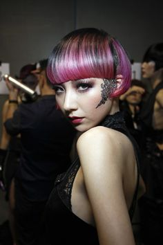 Backstage with Japanese stylist Sayaka Mawatari's interpretation of the Blaze trend   #hair #beauty