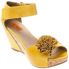 Miz Mooz....just now discovering! Love the color and the cute pom pom flower!