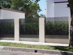 Creative Tricks: Fence Door Sliding black fence with hedge.Pvc Pool Fence farm f Creative Tricks: Fence Door Sliding black fence with hedge.Pvc Pool Fence farm f Front Yard Fence, Farm Fence, Pool Fence, Backyard Fences, Fenced In Yard, Yard Fencing, Backyard Door, Pvc Pool, Tamizo Architects