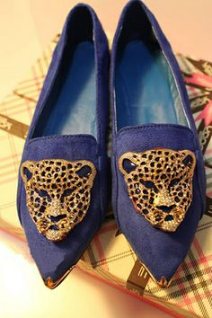 Oasap	Leopard Head Embellished Court Shoes