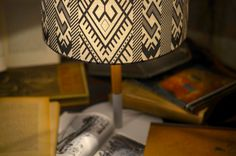Black and white shade lamp on a desk with a lot of books Old Singers, Old Furniture, Attic, Shades, Desk, Black And White, Books, Modern, Vintage