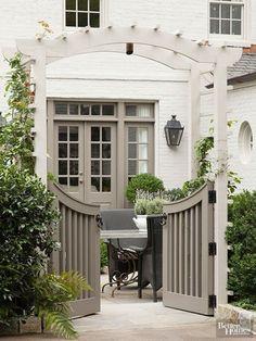 20 Favorite Exterior Paint Colors + Doors and Trim House Paint Exterior, Exterior House Colors, Exterior Siding, Siding Colors, Beige House Exterior, Exterior Remodel, Exterior Houses, Brick Colors, Black Exterior
