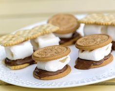 s'mores Pudding Desserts, Marshmallows, Good Food, Snacks, Cookies, Summer Feeling, Crickets, Marshmallow, Crack Crackers