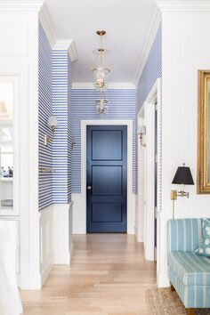 Style At Home, Home Wallpaper, Hallway Wallpaper, Reese Witherspoon House, Interior Inspiration, Interior Ideas, Design Inspiration, Modern Cottage Style, Little White House