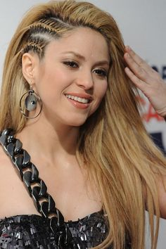 Amazing Fashion: Shakira Hairstyle 2011