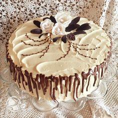TORT Z MASĄ KAJMAKOWĄ, CZEKOLADĄ, ORZESZKAMI SOLONYMI I WŁOSKIMI Cake Decorating For Beginners, Cake Decorating Tips, Birtday Cake, Dacquoise, Occasion Cakes, Pretty Cakes, Cake Designs, Sweet Recipes, Sweet Treats