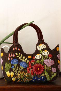クルーエル刺繍のバッグ・governess~2013年作品No11~                                                                                                                                                      もっと見る