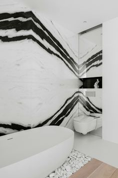 Двухэтажный пентхаус в Москве — HQROOM White Bathroom Interior, Modern Master Bathroom, Marble Case, Apartment Interior, Scandinavian Interior, House Rooms, Bathroom Inspiration, Marble Slabs, Sweet Home
