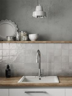 The best kitchen tile décor and backsplash trends for 2020 and beyond from metallic tiles to solid white floor tile ideas and textured gray wall tiles Kitchen Wall Tiles, Kitchen Shelves, Wood Backsplash, Gray Kitchen Walls, Backsplash Design, Kitchen Furniture, Kitchen Interior, Kitchen Models, Small Apartment Decorating