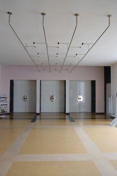 The School of Bauhaus / dessau Bauhaus Interior, Interior Architecture, Classical Architecture, Landscape Architecture, Lighting Concepts, Lighting Design, Bauhaus Building, Mondrian, Walter Gropius