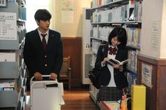 「君の膵臓をたべたい」新場面写真 High School Couples, High School Girls, Couple Poses Reference, Japanese High School, Japanese Uniform, City Aesthetic, Girls Uniforms, Book Girl, Moving Pictures