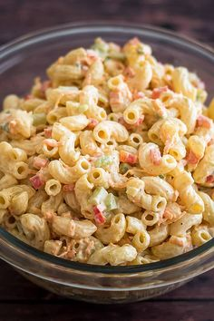 This Small Macaroni Salad is the perfect simple side for small get-togethers and dinners with friends! I have a confession: You know what my favorite summer food is? It's not ice cream. Healthy Macaroni Salad, Macaroni Pasta Salad, Easy Pasta Salad, Spanish Macaroni Salad Recipe, Macaroni Recipes, Food Truck, Chefs, Tahini, Pesto