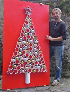 Ideas Diy Christmas Tree Cardboard For 2019 Cardboard Christmas Tree, Wall Christmas Tree, Plastic Christmas Tree, Noel Christmas, Diy Christmas Ornaments, Christmas Signs, Christmas Tree Decorations, Christmas Crafts, Christmas Lunch