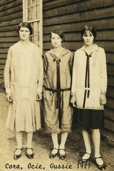 'Cora, Ocie, Gussie, 1927' ~ Southern Fried Woman 20s Fashion, Vintage Fashion, Old Photos, Vintage Photos, Southern Fashion, Mademoiselle, Roaring Twenties, Antique Clothing, Mode Vintage