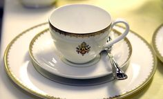 Villeroy & Boch designed and manufactured the papal crockery for Pope Pius XII, Pope John XXIII, and Pope Paul VI. Each collection is adorned with the respective papal emblem and set on official occasions at the Vatican