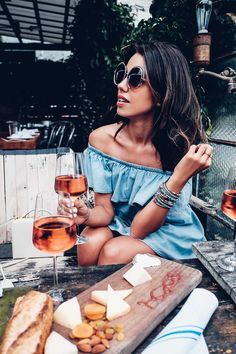Wine tasting outfit idea - off the shoulder denim dress Wine Tasting Outfit, Off The Shoulder, Shoulder Dress, Viva Luxury, Summer Outfits, Summer Dresses, Cool Style, My Style, Spring Summer Fashion