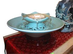 Table fountains are the new centrepieces. Love the soothing sounds and hypnotizing vibe of fountains? Yet thinking that big fountains … Homemade Water Fountains, Indoor Water Fountains, Indoor Fountain, Garden Fountains, Diy Water Fountain, Tabletop Water Fountain, Water Pond, Indoor Water Features, Diy Table Top