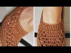 Ensinando Sapatilha de crochê com solado com linhas telacril professora Gi - YouTube Crochet Slipper Pattern, Crochet Slippers, Diy Crafts Crochet, Crochet Projects, Crochet Box, Free Crochet, Crochet Sandals, Knit Shoes, Crochet Stitches Patterns