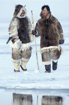 Inuit men in traditional dress on the ice in Nunavut Territory, Canada. Indigenous knowledge has helped Inuit survive in the Arctic for millenia. Inuit Clothing, Alaska, Inuit People, Polo Norte, Water Tribe, Inuit Art, First Nations, People Around The World, Traditional Dresses