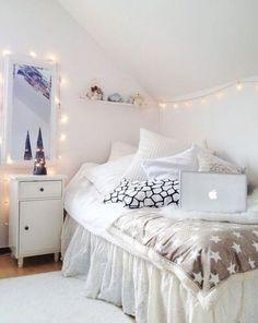 new Ideas for bedroom goals dream rooms cozy string lights Trendy Bedroom, Cozy Bedroom, White Bedroom, Bedroom Inspo, Single Bedroom, Bedroom Decor, Bedroom Rustic, Bedroom Vintage, Bedroom Apartment