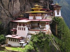 Tiger's Nest Monastery, Bhutan. Amazing!!!! Wish i 'd live there
