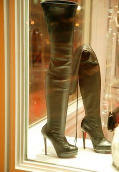 louboutin boots!!!!! Drool.........
