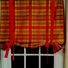 I made this little Roman Shade for my mom for her birthday.  She loved it.  It's soooo cute!