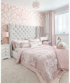 Pink Bedroom Walls, Pink Bedroom Decor, Bedroom Decor For Teen Girls, Pink Bedrooms, Room Design Bedroom, Room Ideas Bedroom, Small Room Bedroom, Home Room Design, Bedroom Ideas For Small Rooms Women