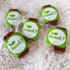 Nuestra exquisita #Rawbar hecha a base de dátiles y frutos secos es la combinación perfecta para cargarte de energía.    Pide nuestro catálogo para conocer precios e info nutricional en snacko.cl@gmail.com  .  .  #snackocl #bitescrudiveganos #crudivegano #snack #snacks #snacksaludable #hechoenchile #chilefit #chilefitness #fitchile #snackbites #vegano #frutasdeshidratadas #frutossecos #rawbar #snackcrudivegano #raw