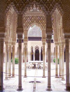 """lion courtyard"" Granada, Spain photo of ""Alhambra"" by IgoUgo travel photographer, Whatsline."