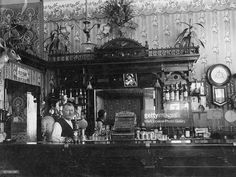 521041297-bartender-in-saloon-early-1910s-gettyimages.jpg (1024×768)